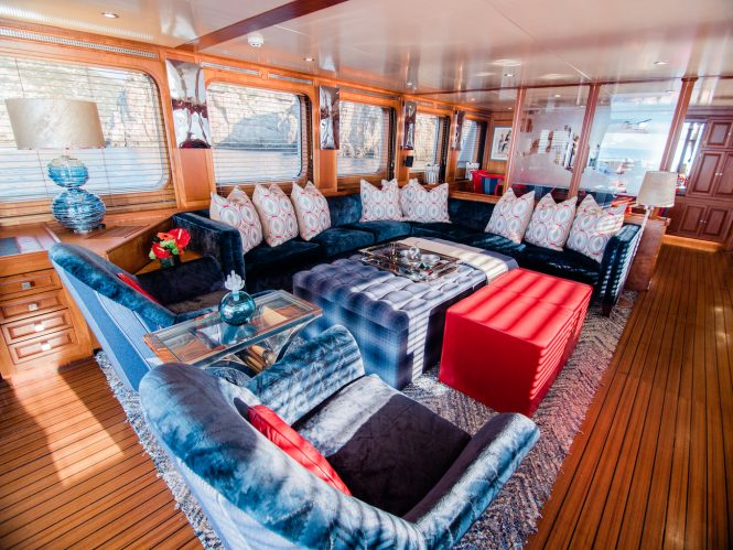 Beautiful lush saloon for complete comfort