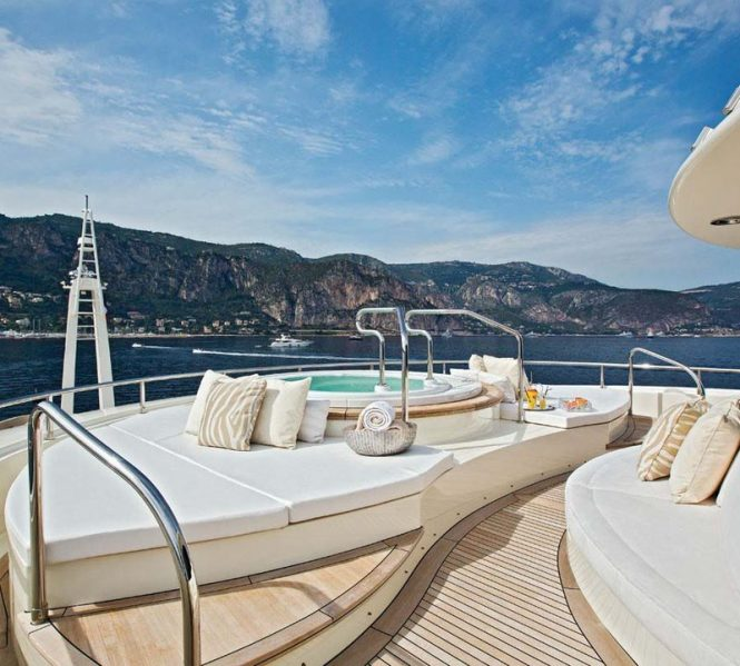 Jacuzzi for a relaxed time on board