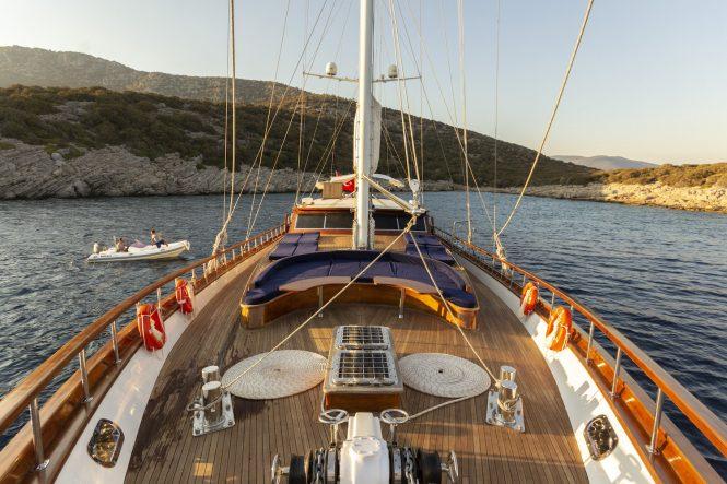 deck sunbathing areas
