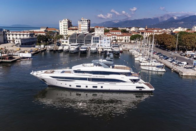 Luxury yacht LUCKY WAVE by Benetti on her launch day